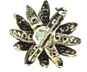 Ранние украшения Chanel не маркировались