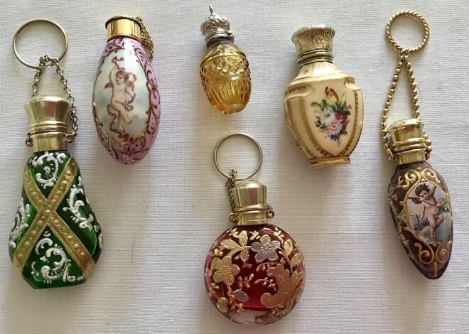 Антикварные флаконы для парфюмерии