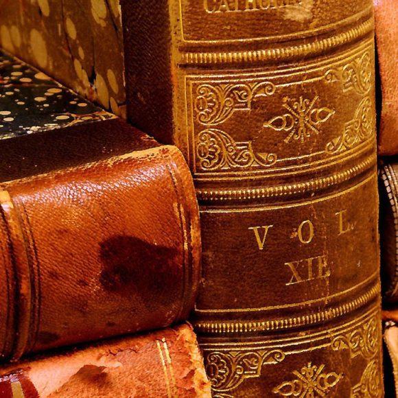 Оценить старинную библиотеку