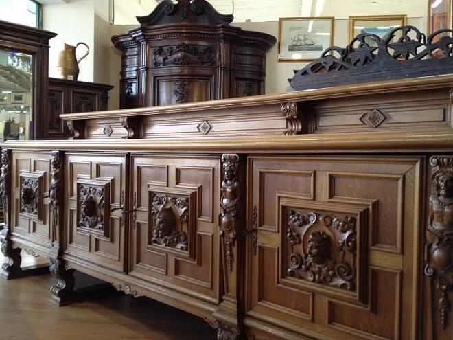 Что влияет на стоимость старой мебели