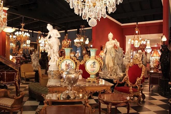 Аукционный дом приобретает антикварные вещи в Москве